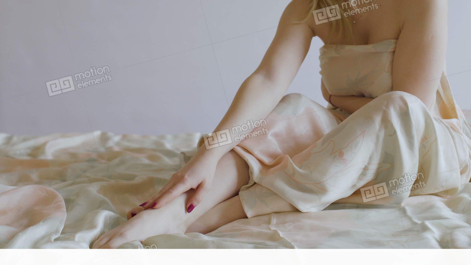 beck-girl-naked-under-blanket