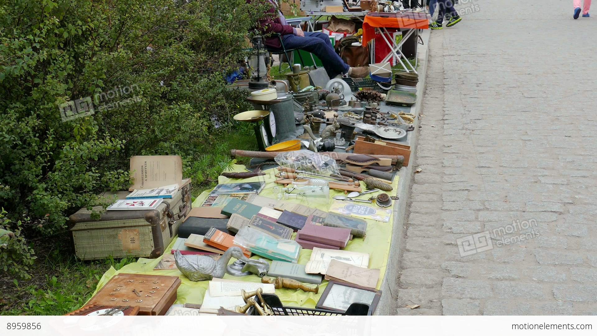 how to open a flea market business