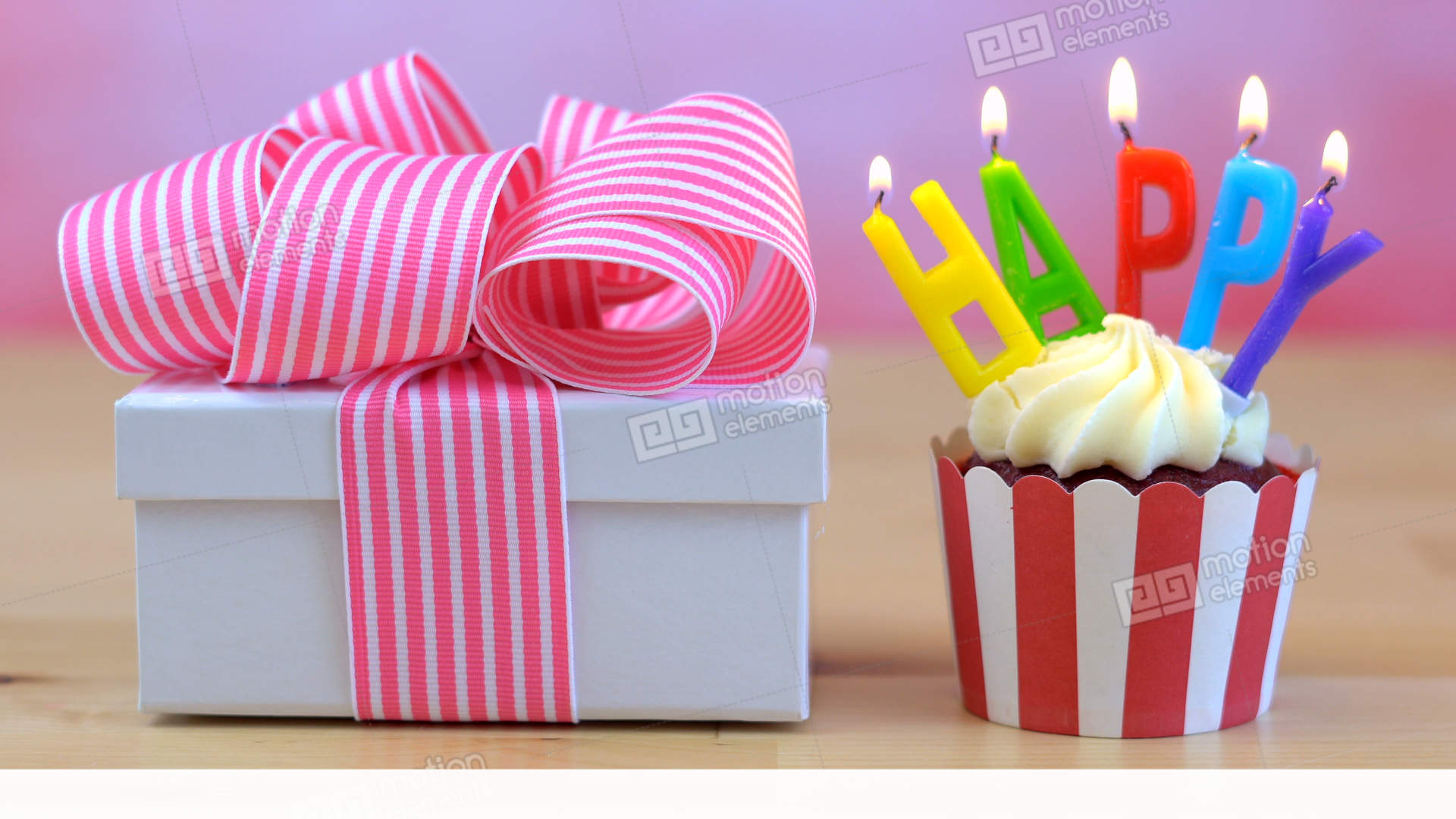 4k Happy Birthday Cupcake With Colorful Candles With Small Gift