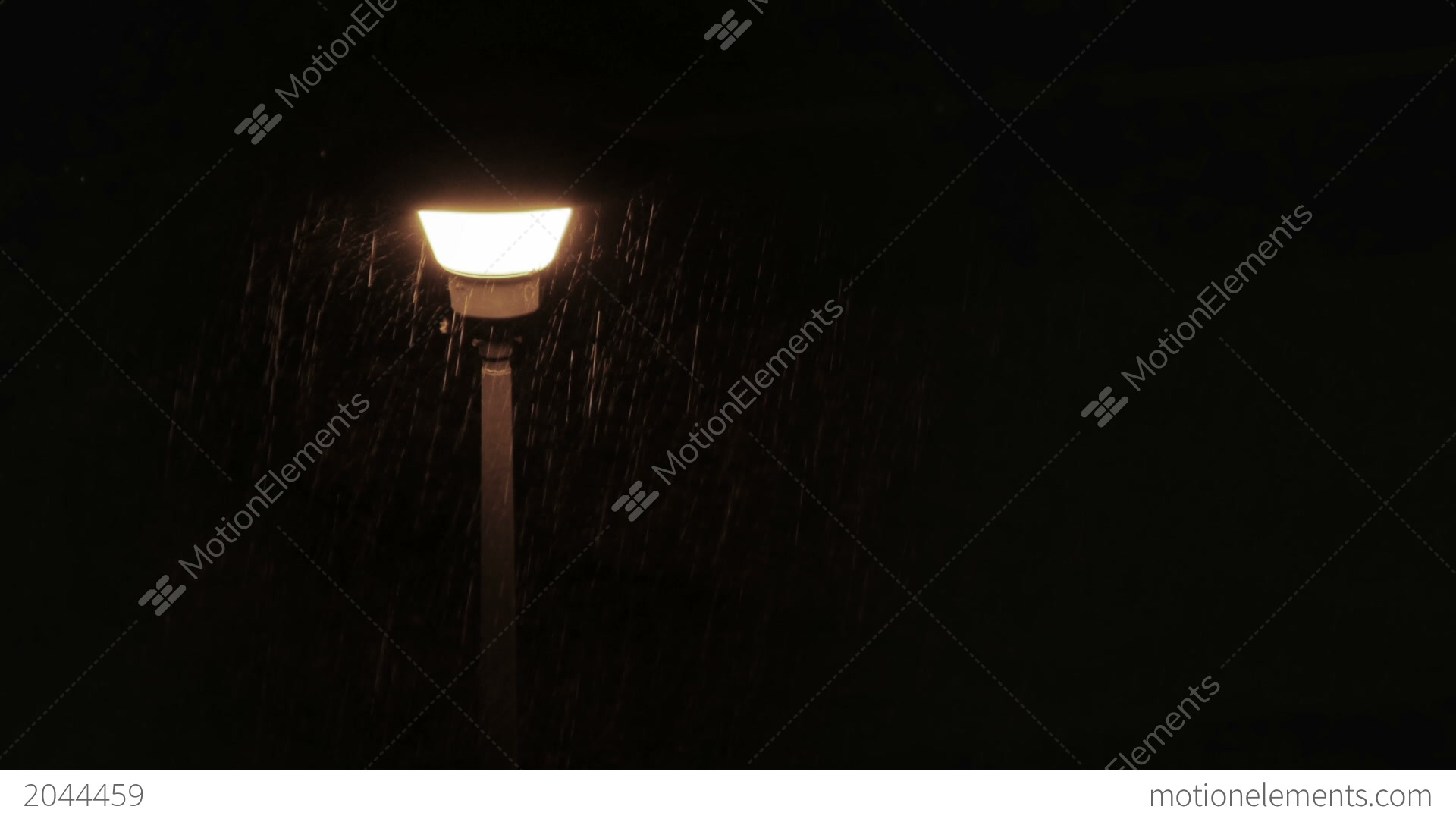 http://p.motionelements.com/stock-video/nature/me2044459-moth-flying-around-street-lamp-during-rain-hd-a0150.jpg