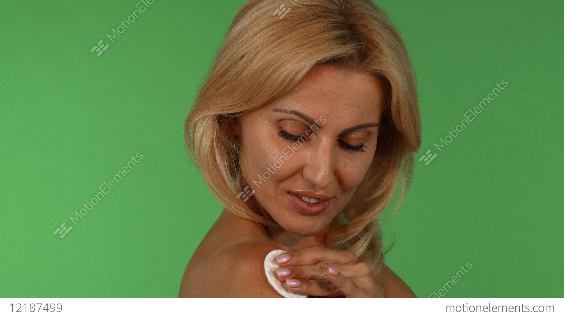 Plump naked milf