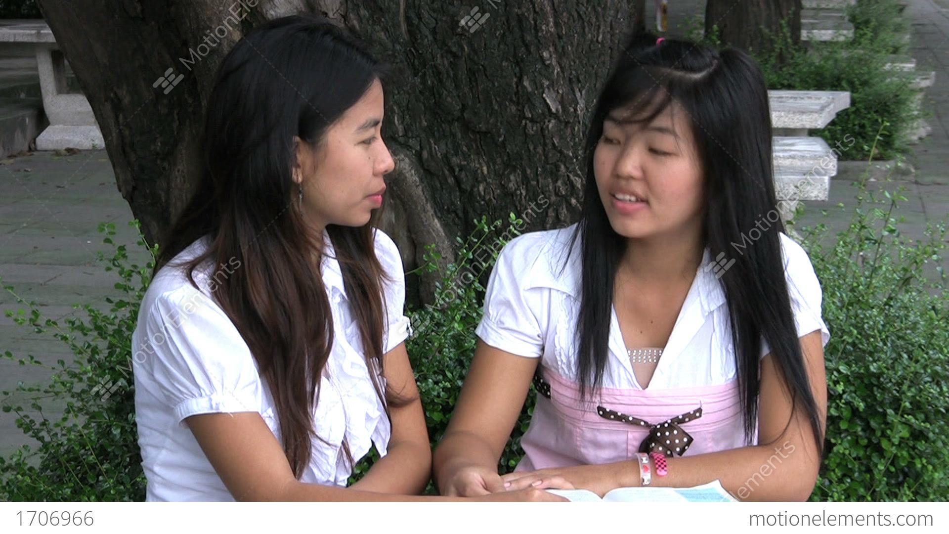 双飞 two chinese girls with stockings give a man massage in hotel 8