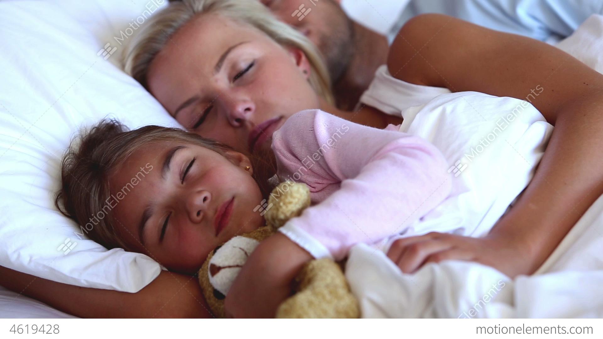 Секс с дочь сосед, Мама с дочкой и сосед » Лучшее бесплатное порно 21 фотография